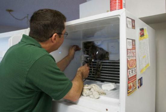5 причин, почему холодильник не отключается после разморозки